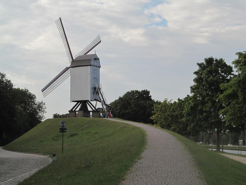 Мельница в Брюгге фото