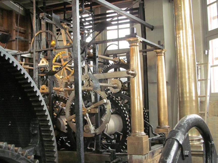 фото часового механизма на колокольне Белфорт в Брюгге