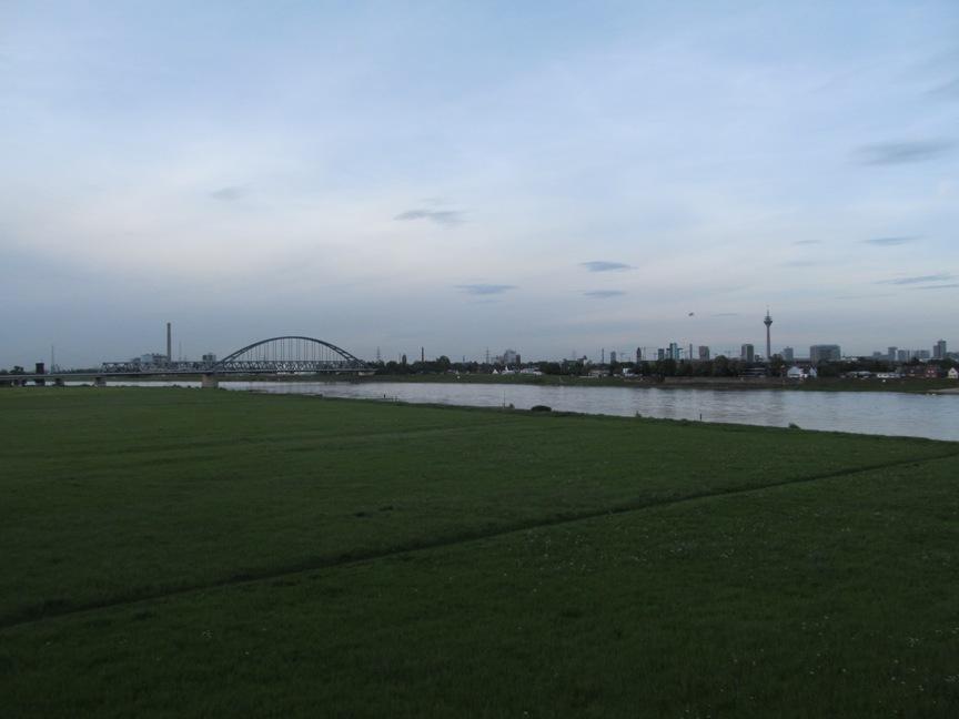 Рейн в Дюссельдорфе фото
