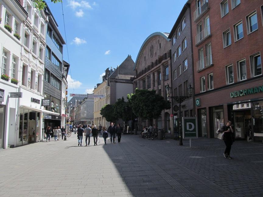 Фото пешеходной улицы в Дюссельдорфе