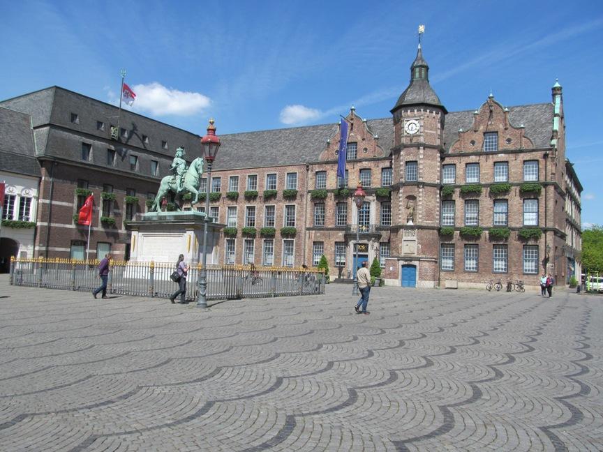 Ратуша в Дюссельдорфе фото