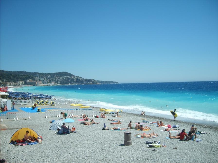 Пляж в Ницце фото