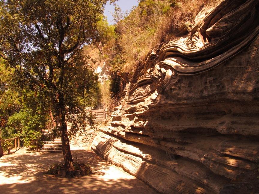 Скалы в Форио фото