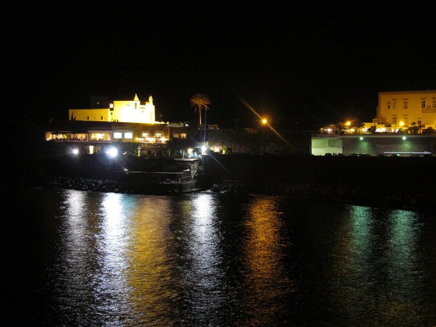 Белая церковь Форио Искья фотография ночью