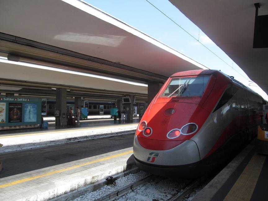 Поезд Freccia Rossa из Неаполя в Рим