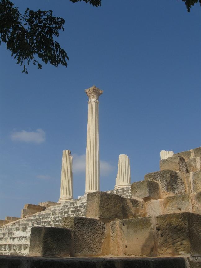 На фото Пантеон в Тунисе