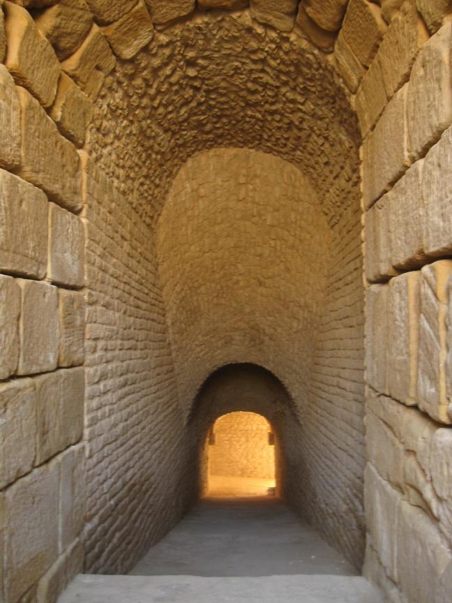Вход в подземелье финикийцев