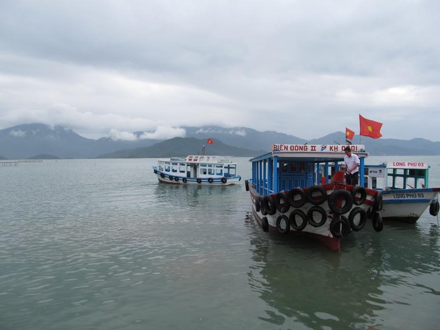 Фото лодки на остров обезьян