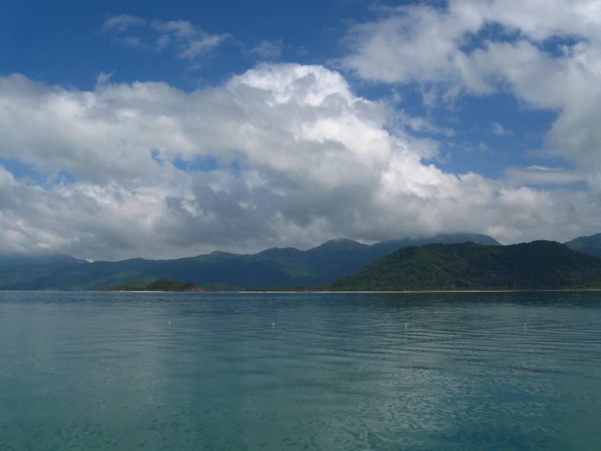 Цвет воды и горы в Нячанге