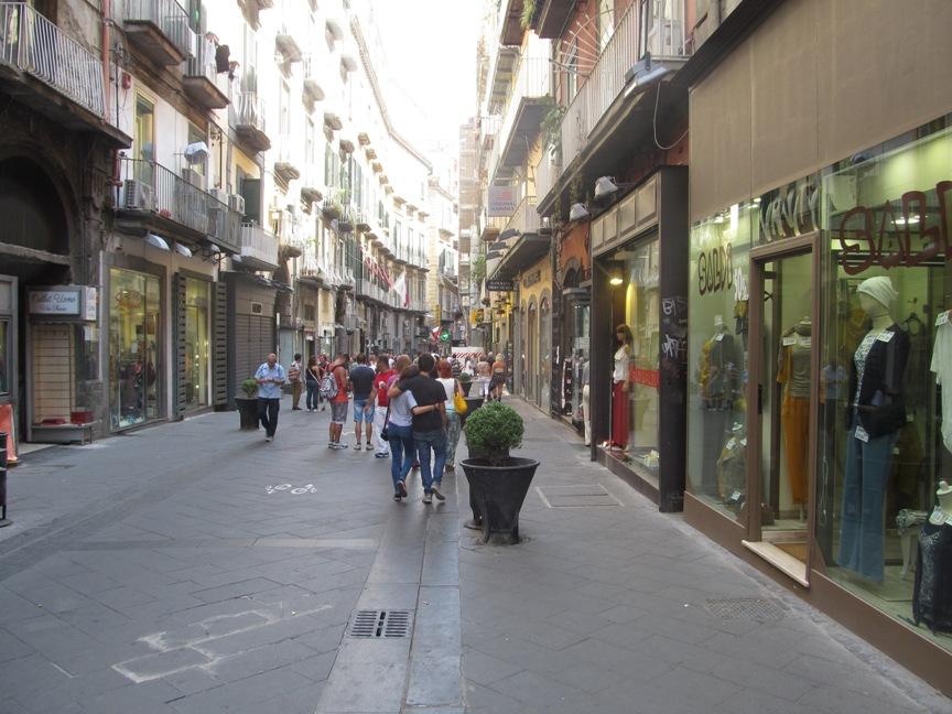 Пешеходная зона в Неаполе