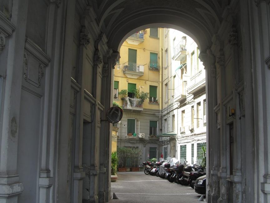 Неапольский двор фото