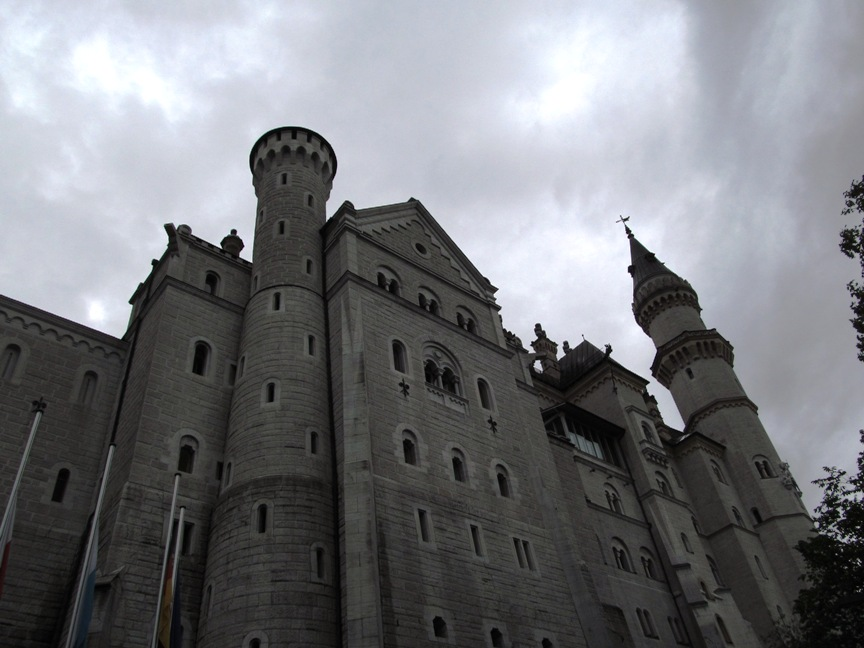Замок Нойванштайн снаружи