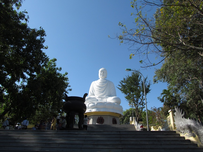 Фото статуи Будды в Нячанге