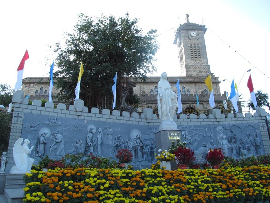 Фото собора в Нячанге