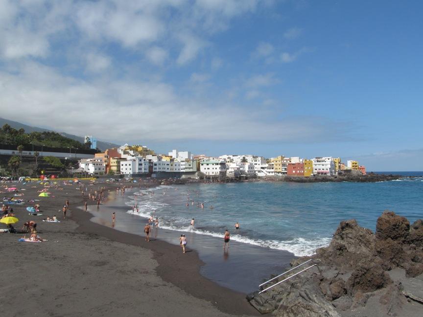 На фото пляж Плайя Джардин в Пуэрто де ла Круз