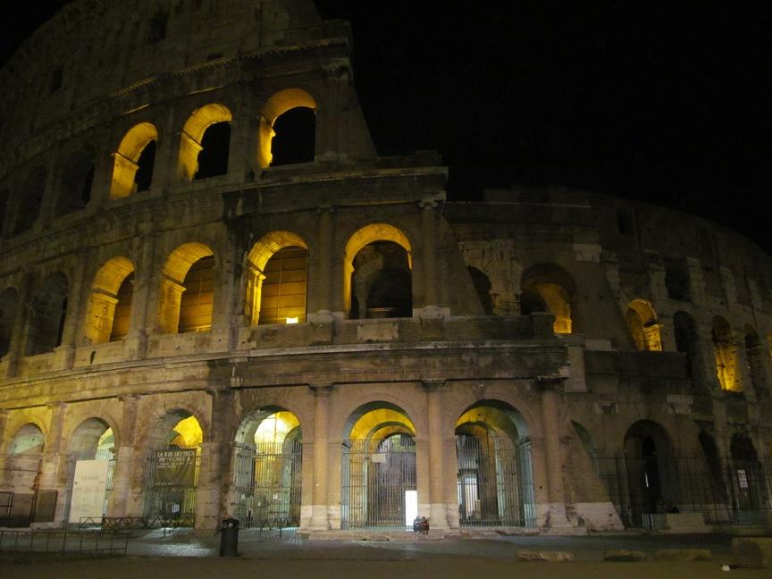 Фото Колизея ночью