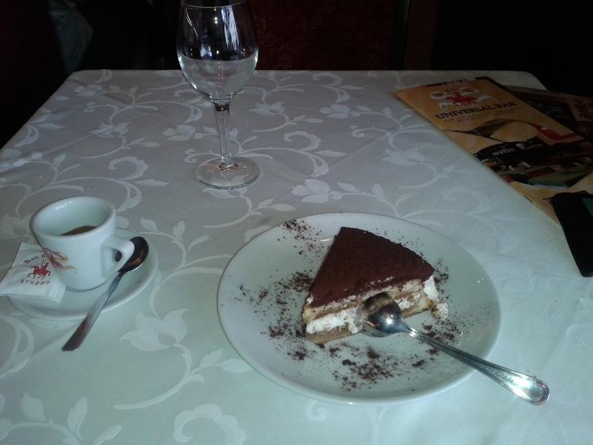 Тирамису в кафе Рима