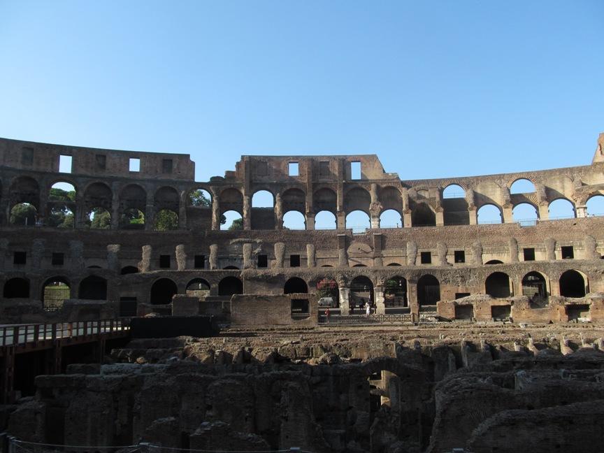 Колизей в Риме внутри