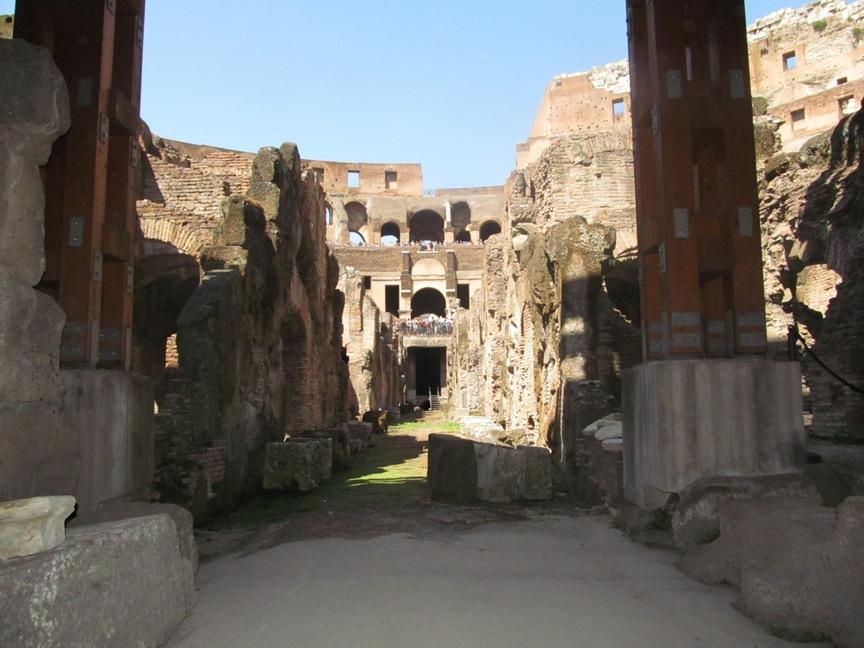 Колизей в Риме под ареной