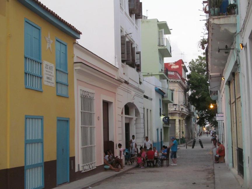 Кубинцы на улицах Гаваны