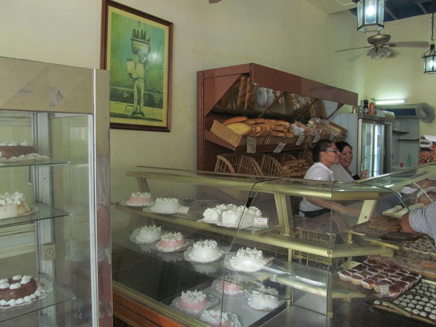Кондитерская в Гаване, торты и пирожные на Кубе