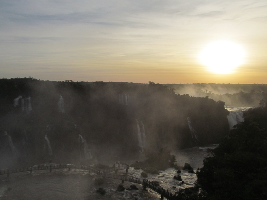 Фото водопадов Игуасу в Бразилии