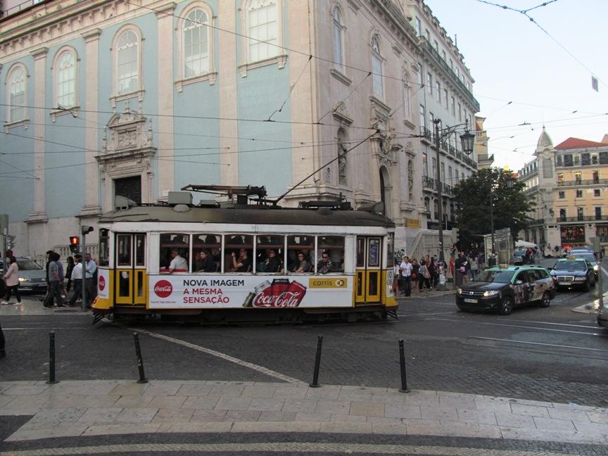 Фото трамвая в Лиссабоне