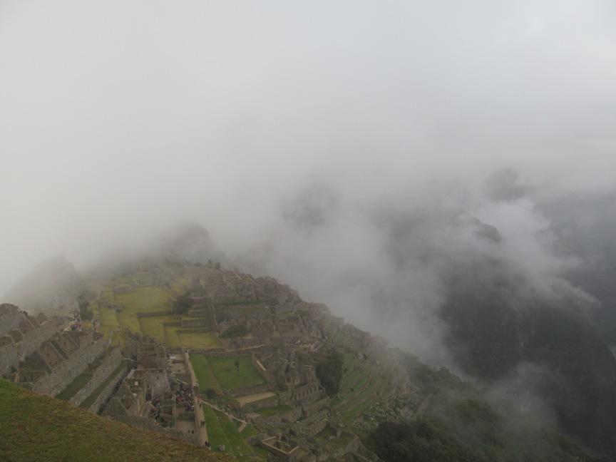 Мачу-Пикчу в облаках фото
