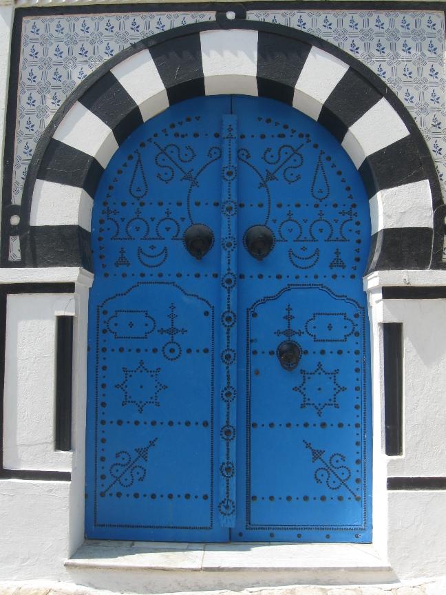 На фото дверь в Сиди-Бу-Саиде
