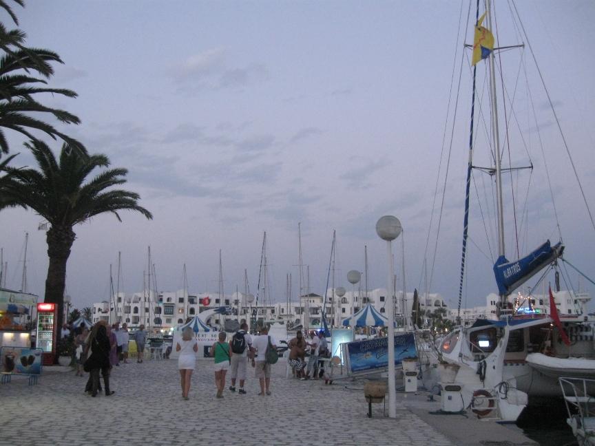Яхты в порт Эль-Кантауи