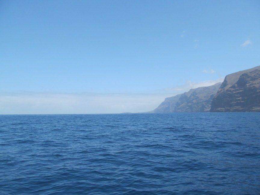 Атлантический океан и скалы на Тенерифе