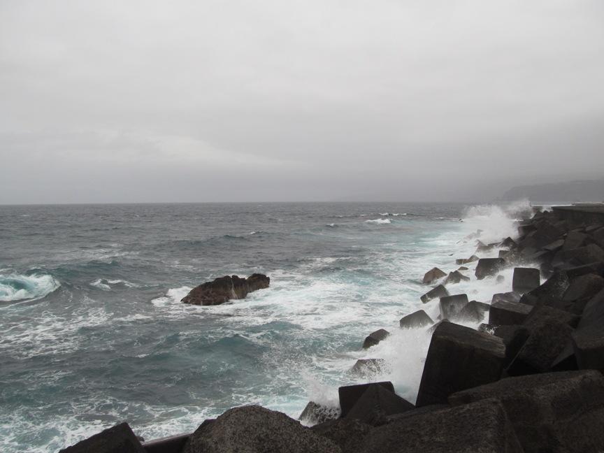 Волны на Тенерифе в Пуэрто-де-ла-Крусе фото
