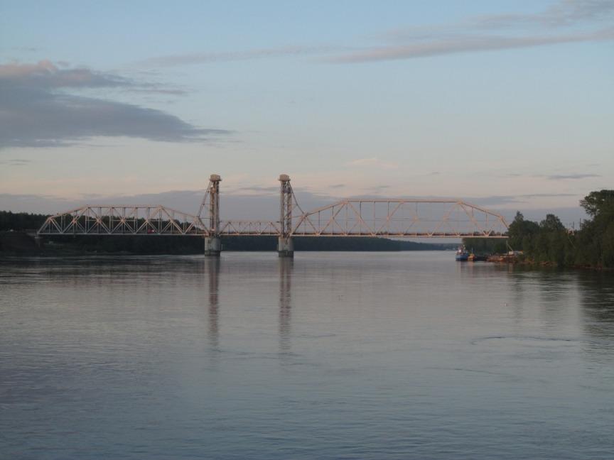 Железнодорожный мост через Неву фотография