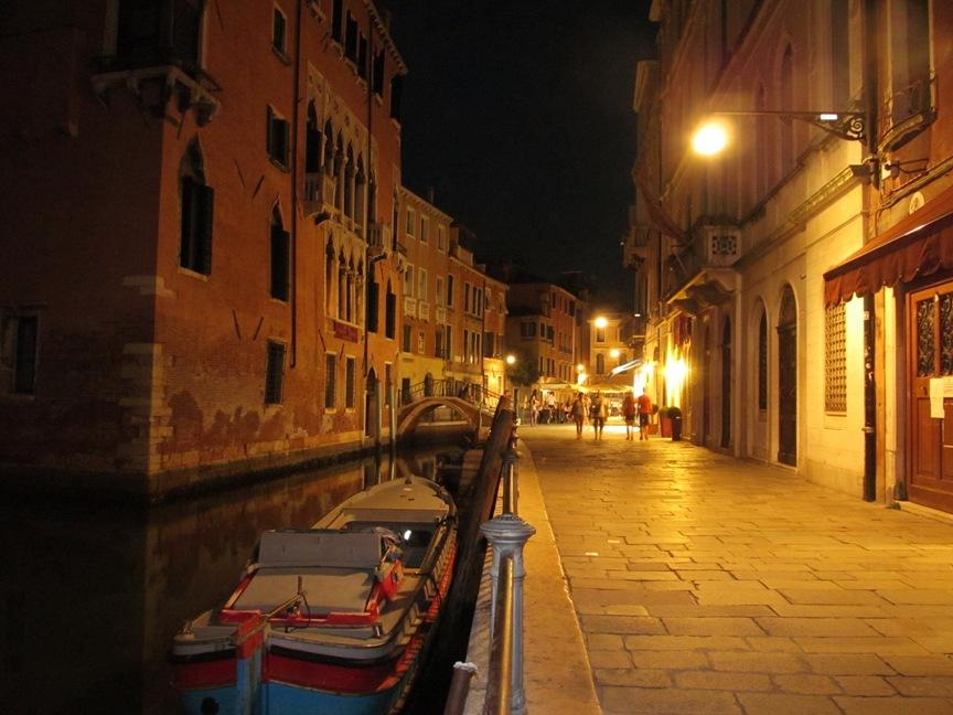 На фото ночная Венеция