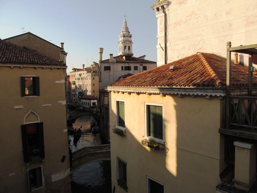 На фотографии вид на Венецию