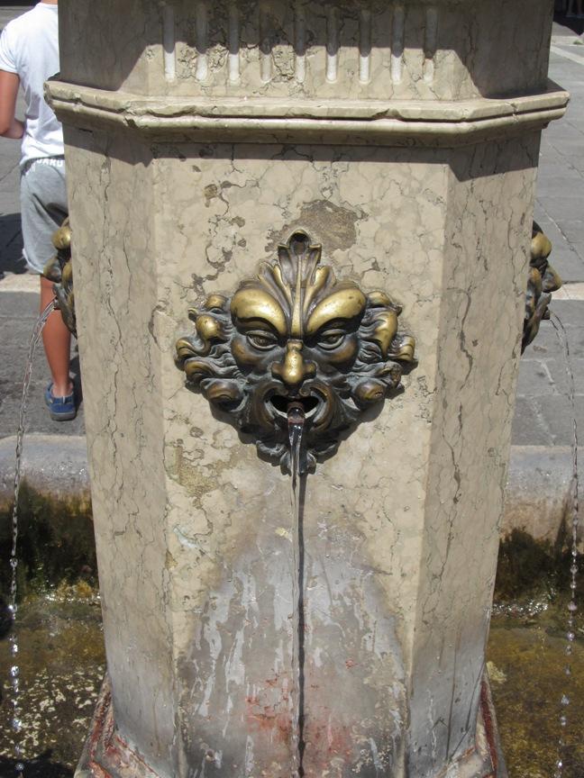 Фото источника воды в Венеции