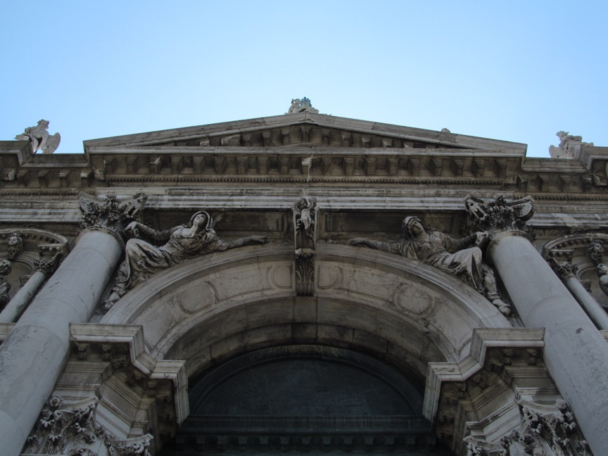 Скульптуры собора Санта Мария делла Салюте в Венеции