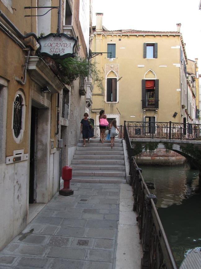 Фотография рядом с отелем в Венеции