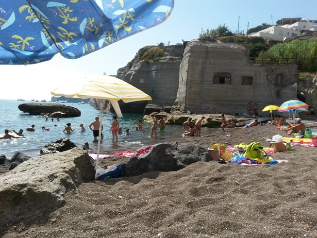Пляж в Сант-Анджело рядом с Кава-Градо фото
