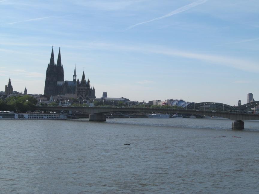 Кёльнский собор виден со всех мостов