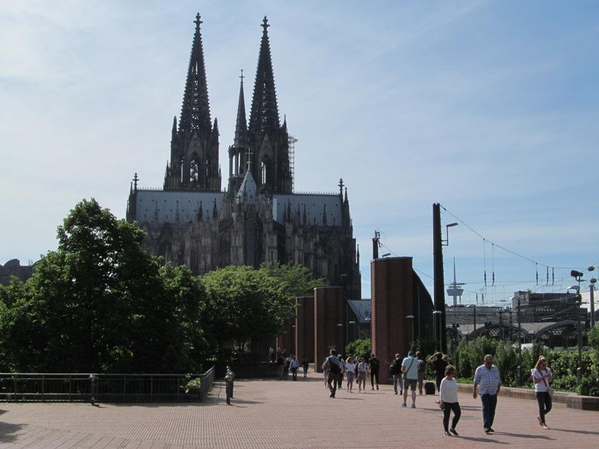 Кёльнский собор с моста Гогенцоллернов фото