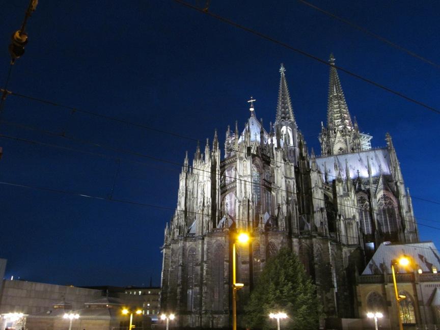 Кёльнский собор ночью