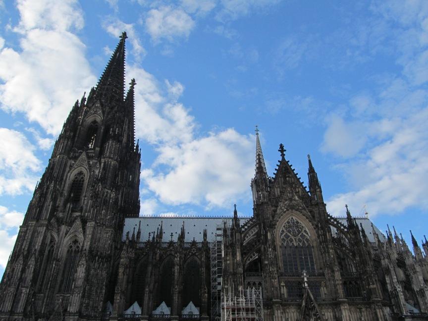 Кёльнский собор на площади фото