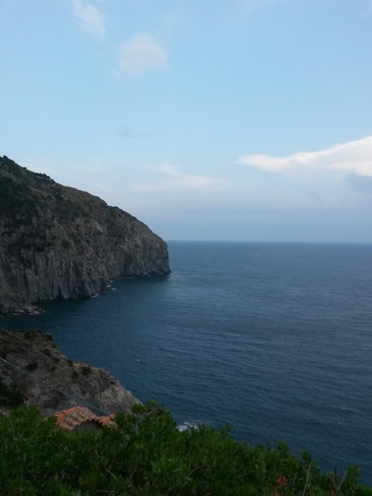 Бухта Ла Сканнелла на острове Искья фото