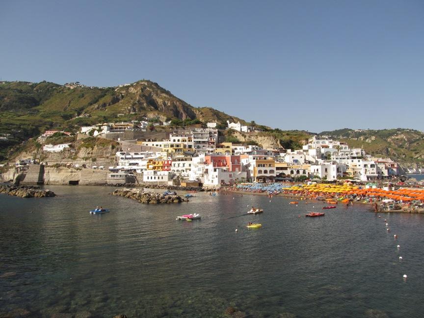 Пляж в Сант-Анджело на Искье фото