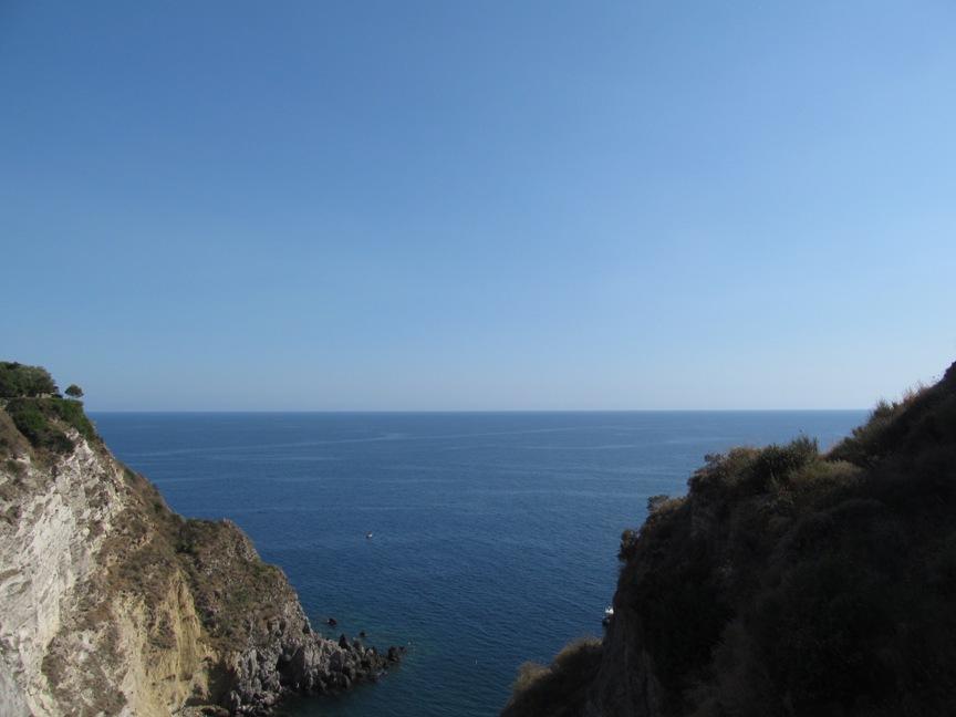 Бухта Сорджетто на Искье фото