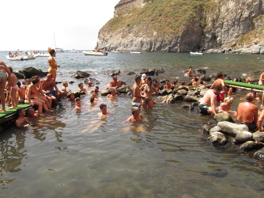 Спа-пляж в бухте Сорджетто на острове Искья фото