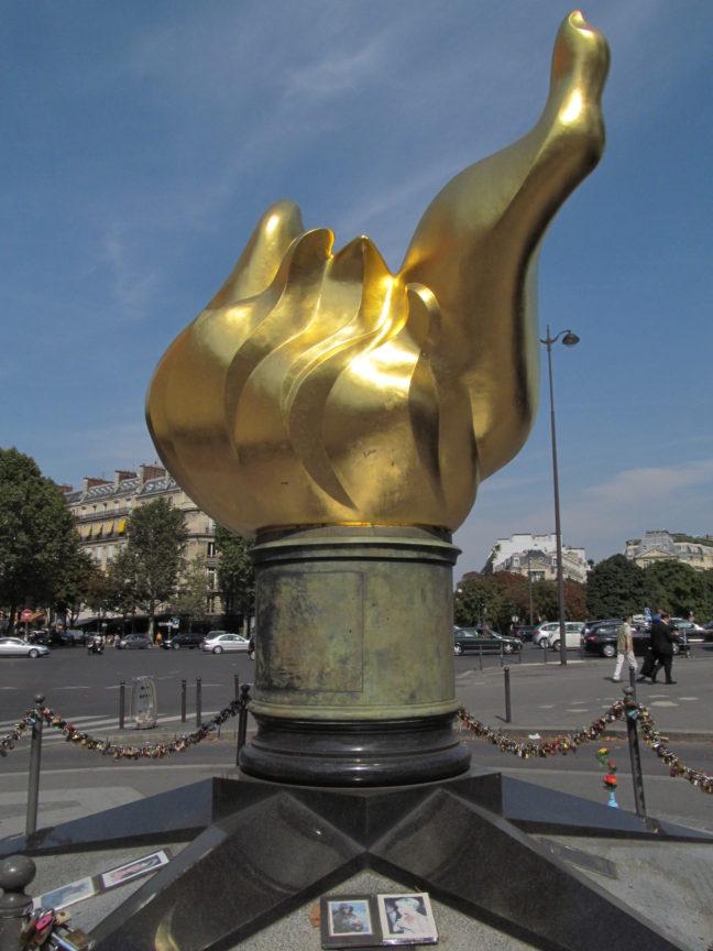 Место в Париже, где погибла принцесса Диана