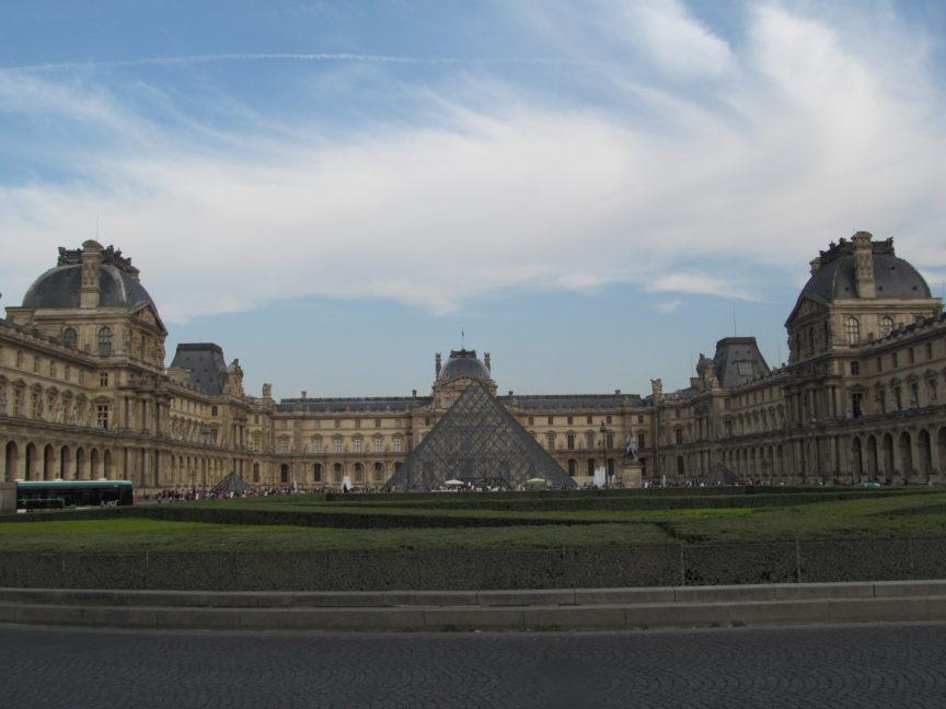 фото Лувра