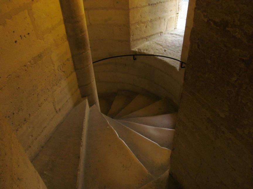 фото лестницы для подъёма на башню Нотр-Дам
